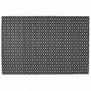 Outdoor Teppich Schwarz Weiß : outdoor teppich kamari aus kunststoff 120 x 180 cm schwarz wei maisons du monde ~ Frokenaadalensverden.com Haus und Dekorationen