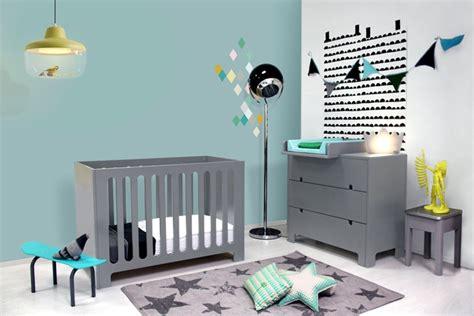 chambre bébé gris et chambre enfant mur bleu gris chaios com