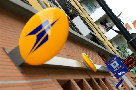 bureau de poste montreuil toulouse une manif de soutien au postier accusé des