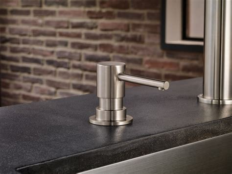 Single Handle Articulating Kitchen Faucet