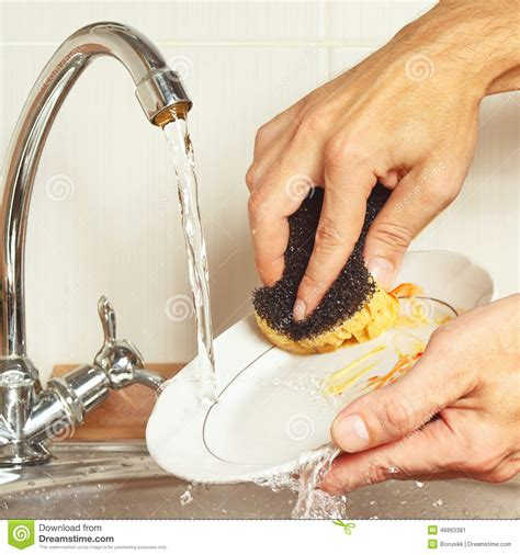 kitchen faucet plate with sponge wash the dishes running