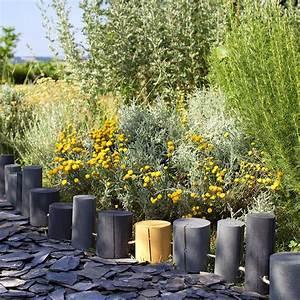 Rondin De Bois Pour Jardin : une bordure de rondins pour le jardin marie claire ~ Edinachiropracticcenter.com Idées de Décoration