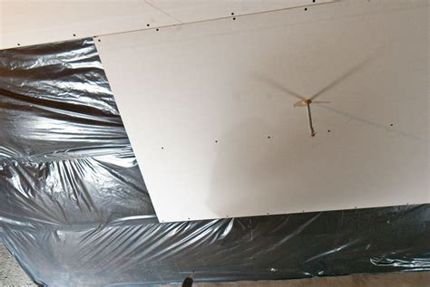 Hanging Drywall On Ceiling Or Walls by Installing Ceiling Sheetrock 171 Ceiling Systems
