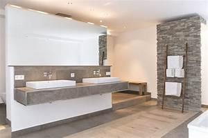 Bilder Moderne Badezimmer : naturstein und holz das bad mit nat rlichen materialien einrichten grau und wei wei e w nde ~ Sanjose-hotels-ca.com Haus und Dekorationen