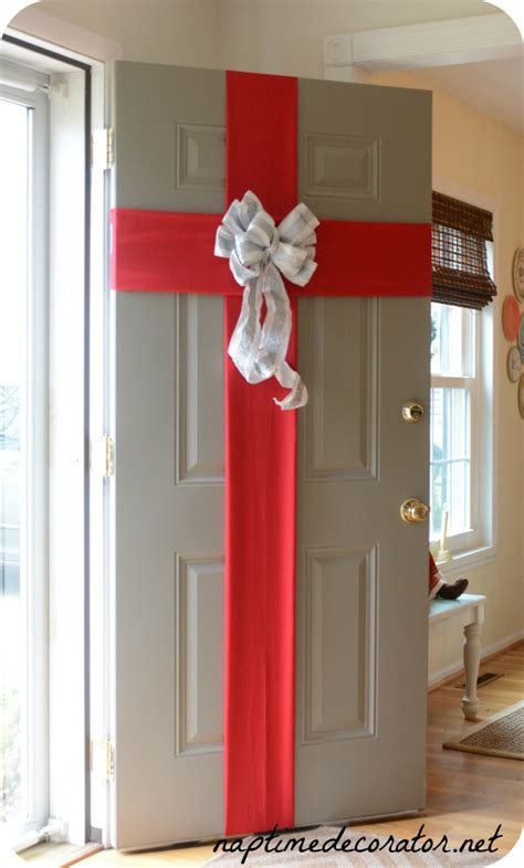 fun  festive diy christmas door decorations