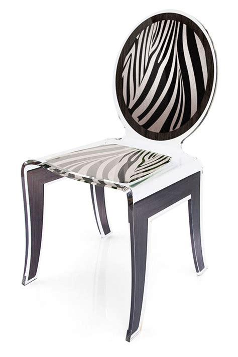 chaises plexiglass chaise médaillon plexiglas zèbre motif blanc et noir