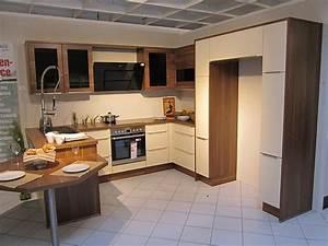 Küche Mit Amerikanischem Kühlschrank : nobilia musterk che moderne u k che mit sitzgelegenheit und platz f r einen side by side ~ Sanjose-hotels-ca.com Haus und Dekorationen