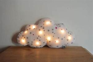 Veilleuse Bébé Nuage : coussin veilleuse b b enfants lampe nuage leds tissu blanc avec des toiles grises ~ Teatrodelosmanantiales.com Idées de Décoration