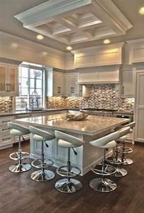 La cuisine avec ilot cuisine bien structuree et for Wonderful couleur exterieur maison contemporaine 6 la cuisine avec ilot cuisine bien structuree et