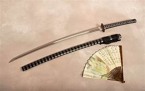 Katana sword hand fan wallpaper | 2880x1800 | #10693