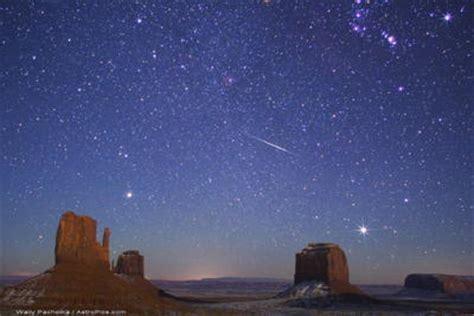 meteor shower definition meteor define meteor at dictionary