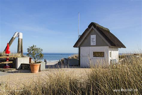 Ein Mit Reet Gedecktes Häuschen Der Strandkorbvermietung