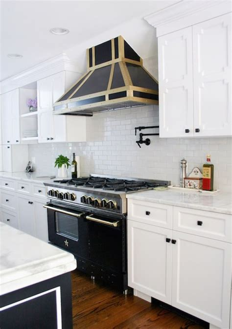 benjamin moore decorators white cabinets a breakdown of the 6 most popular benjamin moore white 306 | Decorators White Design Manifest