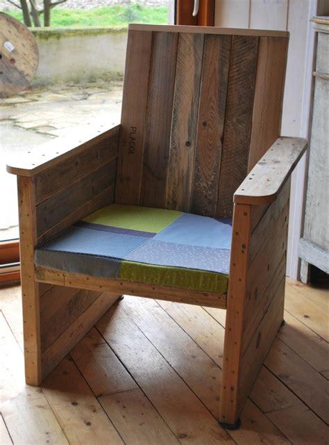 faire un fauteuil en fauteuil en palette au bout du bois