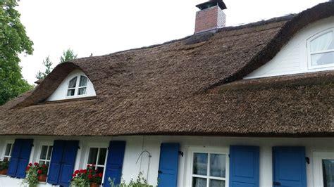Reetdach Dacheindeckung Mit Natuerlichem Baumaterial by Reetdach