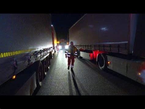 A10 Geisterfahrer Blockieren Rettungsgasse by Lastwagen Blockieren Rettungsgasse