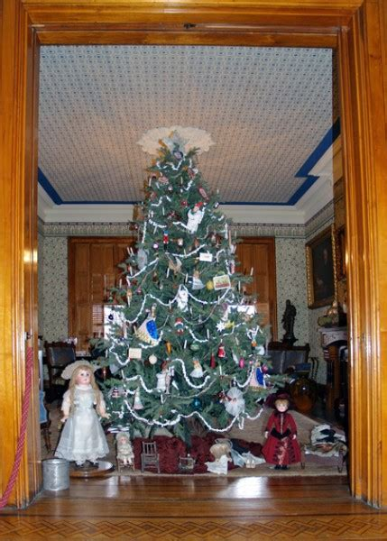 first president to decorate the white house christmas tree