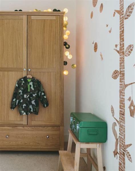 chambre en d駸ordre meuble rangement enfant pour instaurer l 39 ordre avec du goût