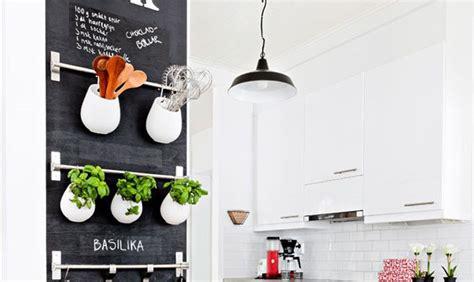 revetement adhesif cuisine 10 idées de tableau noir dans sa cuisine mes petites puces
