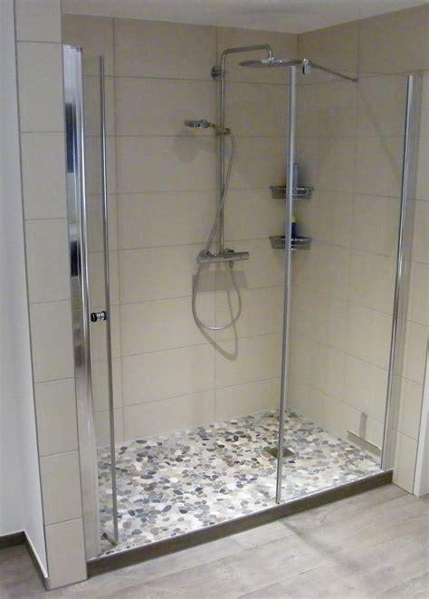 In Der Dusche by Flusskiesel In Der Dusche