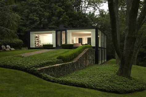glass house modern home  chappaqua  york  augustus
