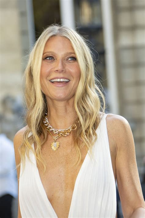 gwyneth paltrow valentino haute couture fall winter   show  paris