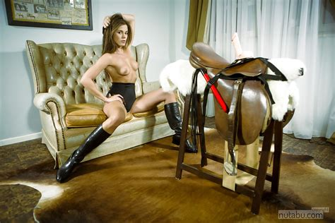 Bblonde Amateur In Riding Boots Demonstrates Bj Skills On