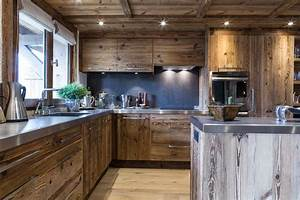 Cucina di montagna, tra legno ed acciaio FYHWL