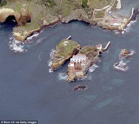 Naples Isola La Gaiola Has No Visitors As Its Cursed