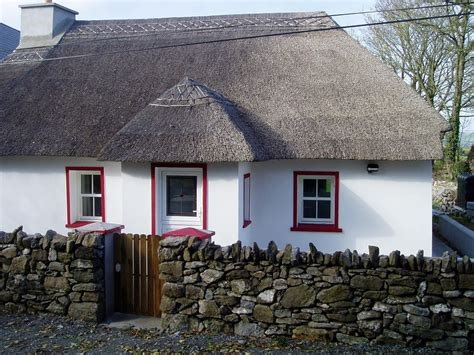 ballinacourty thatch cottage updated  holiday