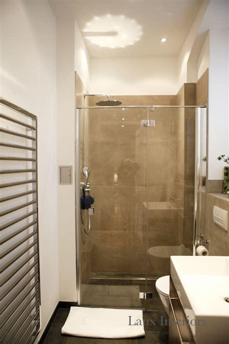 dusche in kleinem bad