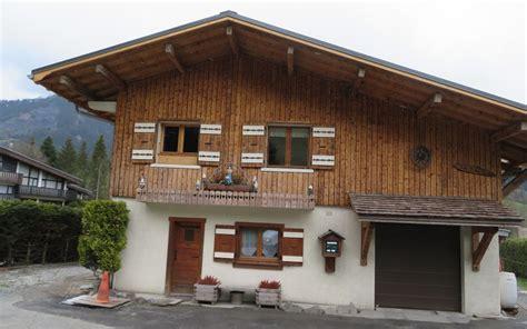 maisons  chalets typiques des alpes