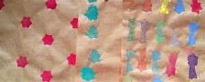 Basteln Kinder Weihnachten : geschenkpapie selbst basteln kartoffeldruck moosgummi ytti ~ Frokenaadalensverden.com Haus und Dekorationen