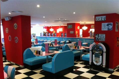 HD Diner Levallois: 50s retro decor by Bars & Booths