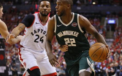 Bucks' Middleton declines option, hopes to stay in ...