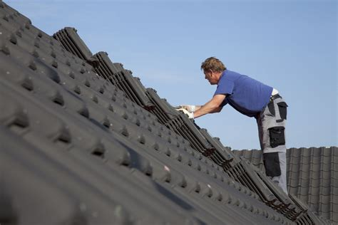 comparing lifespans   common roofing materials
