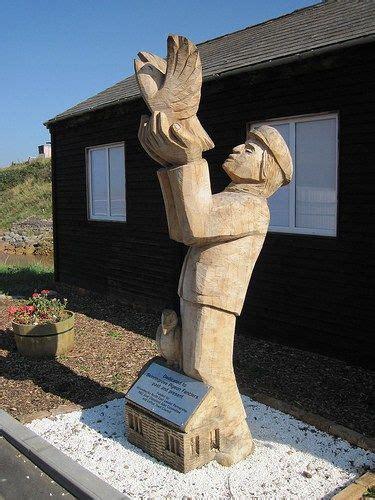 skinningrove homing pigeon sculpture sculpture modern