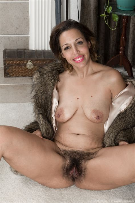 Sophie Moore Spreads Mature Hairy Pussy The Hairy Lady Blog