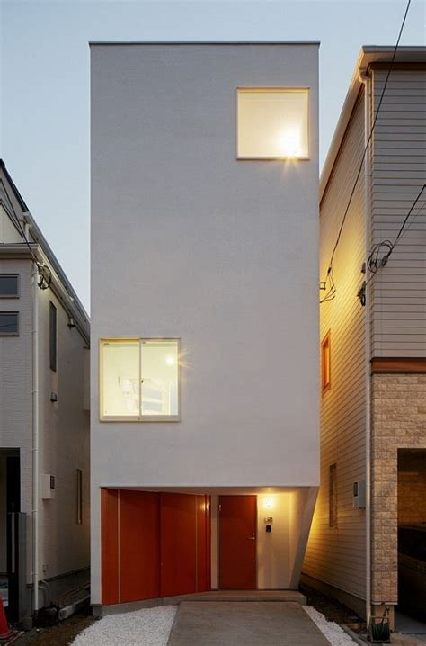 worlds narrowest houses comfort   tiny space