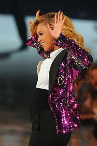 Beyonce Knowles Pregnant Pictures Performing at 2011 MTV ...