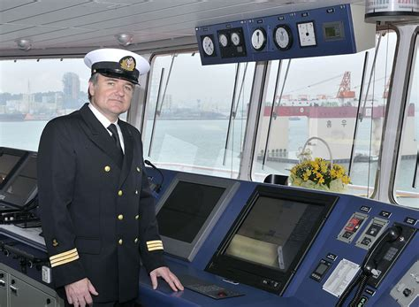 Boat Captain by What Does A Ship Captain Do How To Become A Ship Boat