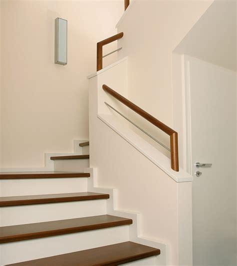 moderne betontreppe mit stufen  sipo mahagoni meyer