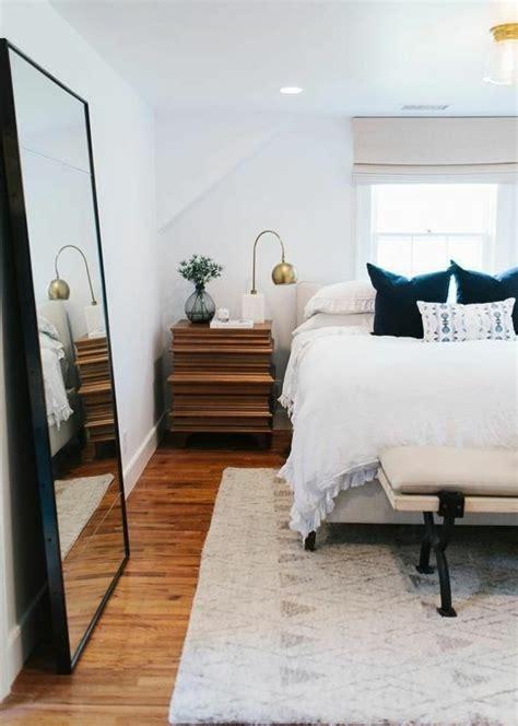miroir dans chambre a coucher maison design modanes