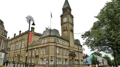 Chorley Council bids to become unitary authority - BBC News