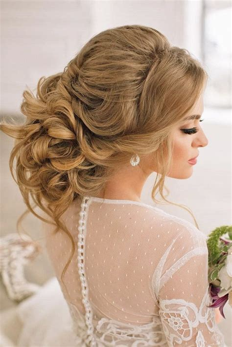 30 captivating wedding hairstyles for medium length hair here comes the wedding curls