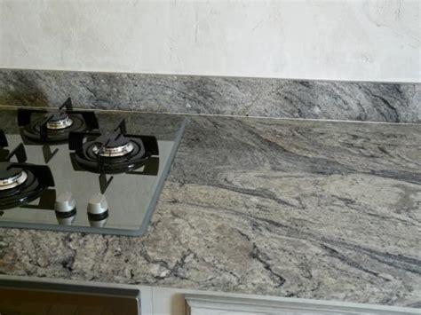 plan de travail en marbre pour cuisine plan cuisine granit adouci poli granitier dans le