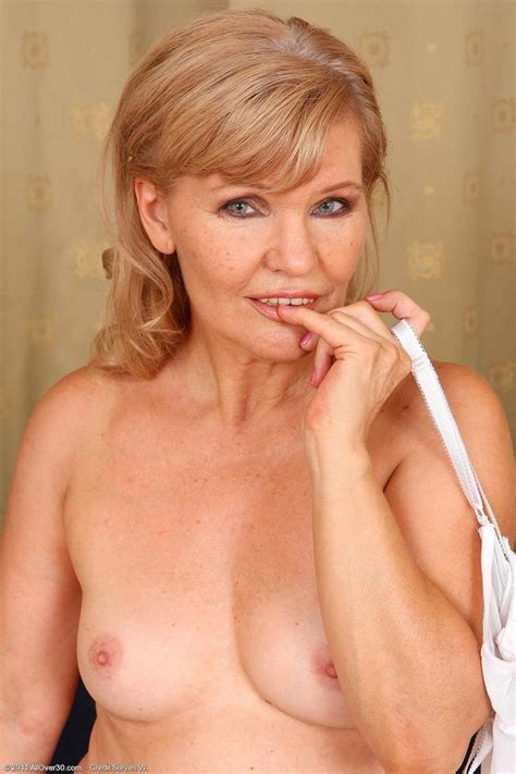 Sexy All Natural Mature In White Lingerie Pichunter