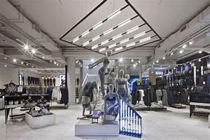 Lululemon store by Dalziel