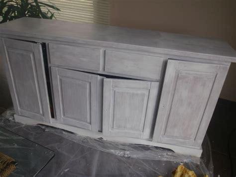 recouvrement armoire de cuisine formidable repeindre une armoire en bois 2 table