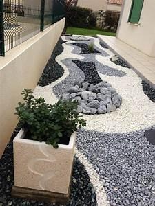 massif avec cailloux blanc awesome deco jardin galet With decorer son jardin avec des galets